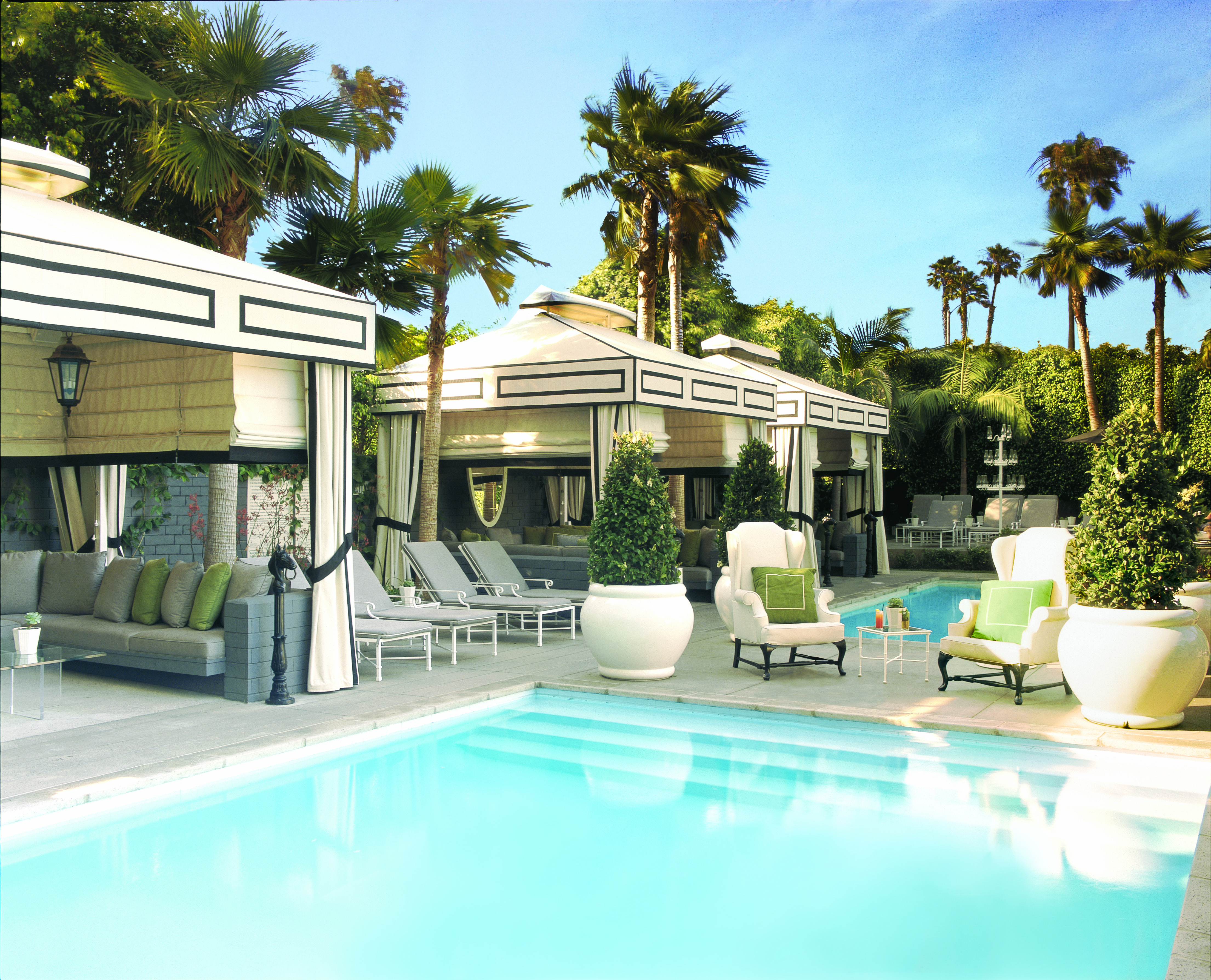 Five of the best swimming pools magellan pr for Pool houses and cabanas